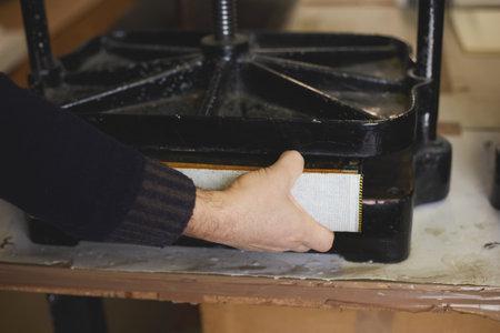 binder press a book
