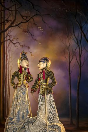 Un couple de Wayang Golek, marionnettes traditionnelles de Jawa Tengah - Indonésie