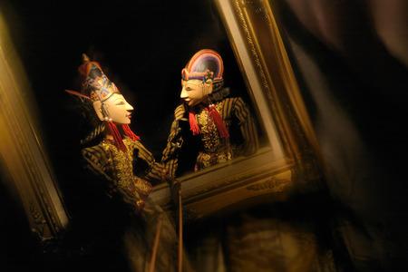 Wayang Golek, de dialogue dans le cadre, marionnettes traditionnelles de Jawa Tengah - Indonésie
