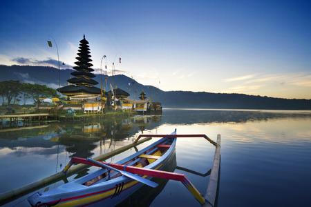 ulun: Morning at Ulun Danu Temple, Lake Beratan, Bali