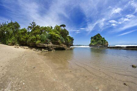 Eau de mer claire à Jelangkung Beach, Malang, East Java