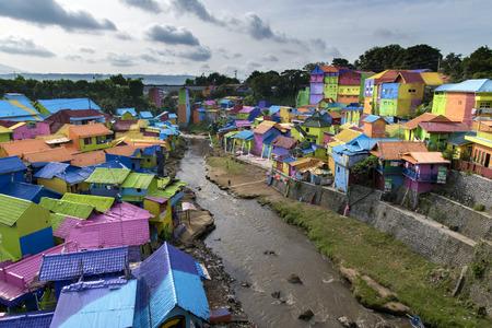 Village coloré à Riverside, Malang, East Java