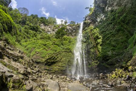Coban Rondo Waterfall, Pujon - Malang, Indonésie Banque d'images - 83697627