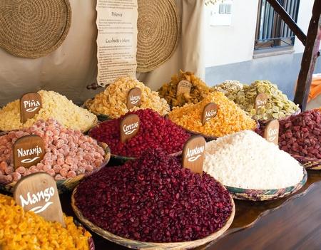 Vente de fruits secs frais Banque d'images