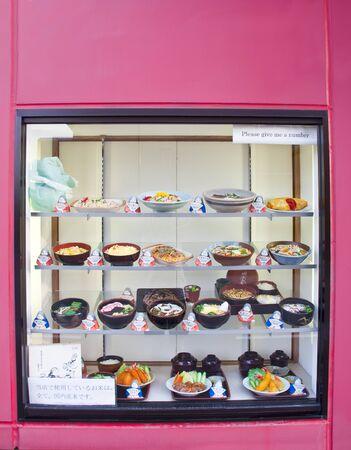 expositor: Muestre degustar platos diferentes en un restaurante en Japón