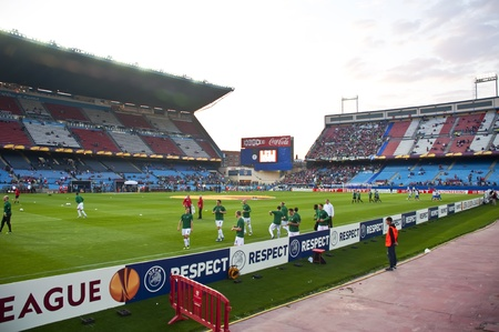 MADRID, SPAIN-MARCH 29: heating of the players at the Vicente Calderon soccer stadium Durings soccer game vs. Atletico Madrid. Hannover on March 29, 2012 in Madrid, Spain. Atletico Madrid won 2-1. The party is for the Europa League