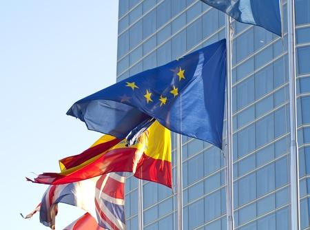 gewerkschaft: Flaggen der Europ�ischen Union, Spanien und Gro�britannien