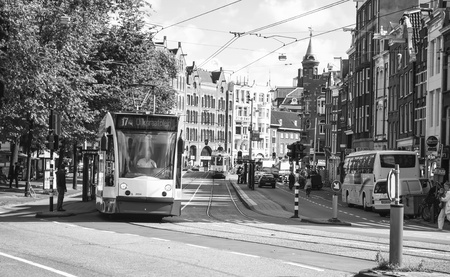 nederland: AMSTERDAM, NETHERLANDS, SEPTEMBER 15: tram on September 15, 2010 in Amsterdam, Nederland. Amsterdam is a city that really depends on the trams to transport virtually the entire population. The company responsible for operating the transportation system in