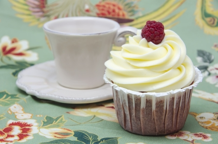 Cupcake with a decorative background with flowers