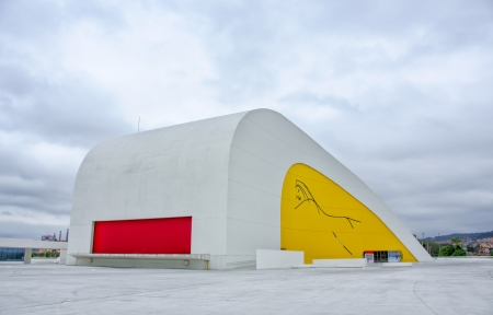 oscar niemeyer: AVILES, SPAIN - JUNE 15: Niemeyer center in Aviles, Spain on June 15, 2013 in Aviles. The cultural center was designed by Oscar Niemeyer.  Editorial