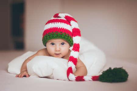 christmas baby girl newborn in new year hat Standard-Bild