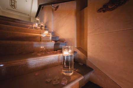 Schone Kerze Dekoration Auf Der Treppe Fur Die Hochzeit Lizenzfreie