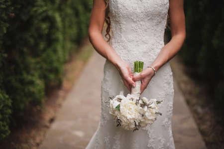 아니 얼굴 흰색 꽃의 결혼식 꽃다발 스톡 콘텐츠