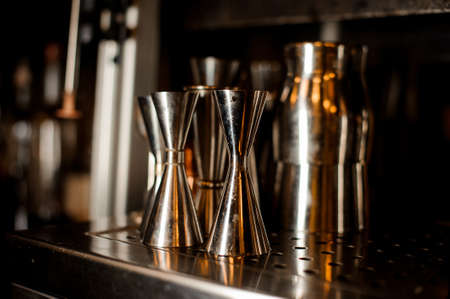 Set of barman professional stainless tools and shakers arranged on the bar counter of the restaurant Stockfoto