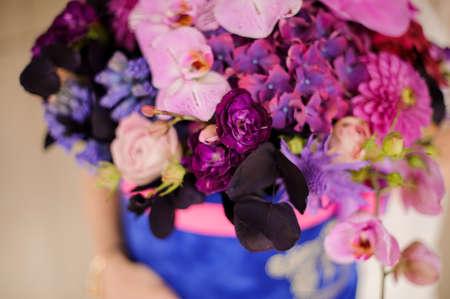 Close up of bouquet in hat box Reklamní fotografie