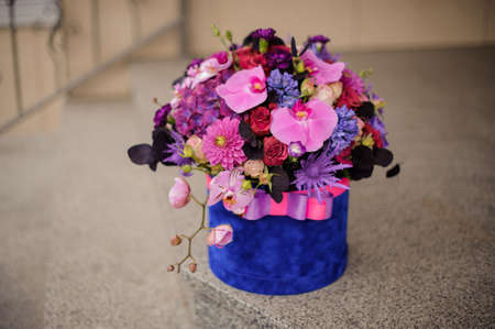 Very nice bouquet in hat box on stairs outdoors Reklamní fotografie - 122777663