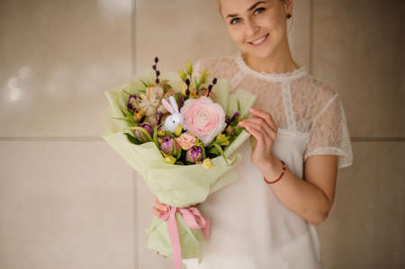 Smiling girl in white blouse with bouquet 版權商用圖片