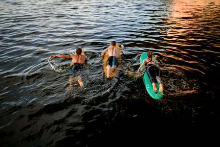 Top view of group of athlete which floating on surf boards on river water Banque d'images