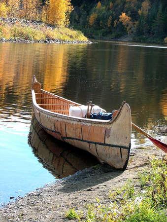 canoa: Canoas de corteza de abedul