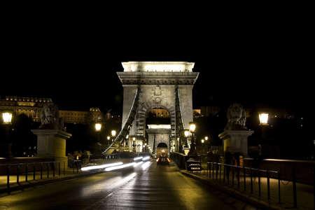 buda: cha�ne de pont et BUDA palais de nuit
