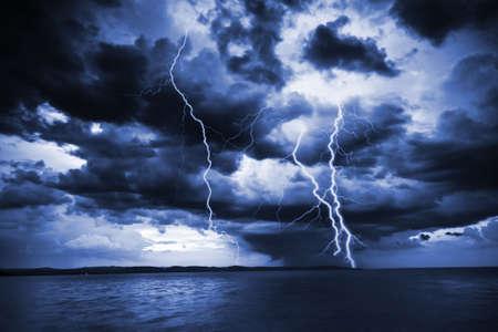 rayo electrico: Gran rayo  Foto de archivo