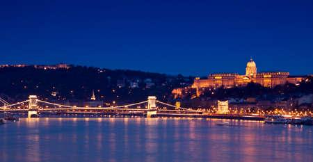 Luces de la noche en Budapest-Hungría