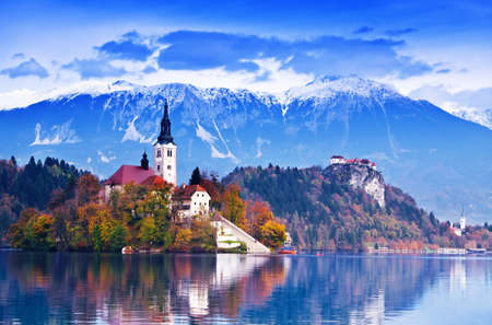 castillos: Sangrar con lago, isla, castillo y montañas en segundo plano, Eslovenia, Europa