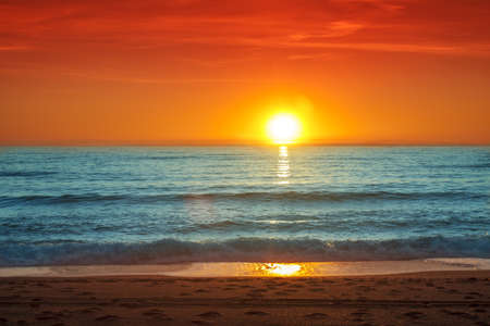 cielo y mar: Colorido atardecer sobre el mar-Espa�a, Almer�a