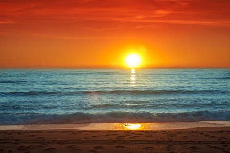 Kleurrijke zonsondergang over de zee-Spanje, Almeria Stockfoto
