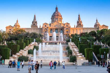 barcelone: Pla�a de Espanya, le Mus�e National de Barcelone. Espagne