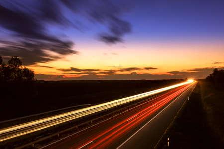 Voitures excès de vitesse sur une autoroute, la Hongrie Banque d'images
