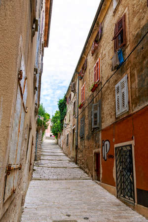 roman blind: Cozy and narrow streets in Pula