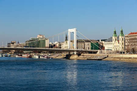 cityspace: BUDAPEST, HUNGARY - Februar 15, 2015: Elisabeth Bridge (Hungarian: Erzsebet hid) is the third newest bridge of Budapest, Hungary, connecting Buda and Pest across the River Danube Stock Photo