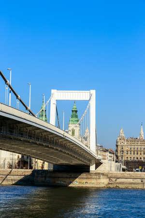 newest: BUDAPEST, HUNGARY - Februar 15, 2015: Elisabeth Bridge (Hungarian: Erzsebet hid) is the third newest bridge of Budapest, Hungary, connecting Buda and Pest across the River Danube Stock Photo