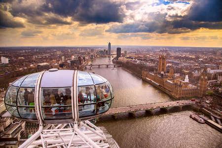 잉글랜드, 런던, 런던 아이 (London Eye) 및 도시 스톡 콘텐츠