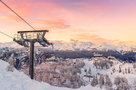 スキー センターのフォーゲル、ジュリアン アルプス、スロベニア、ヨーロッパ、トリグラフの自然公園。 写真素材