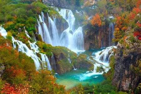 크로아티아 플리트 비체 국립 공원의 폭포 스톡 콘텐츠