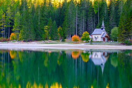 sudtirol: Little chapel at the Braies Lake ( Pragser Wildsee ) in Dolomites mountains, Sudtirol, Italy