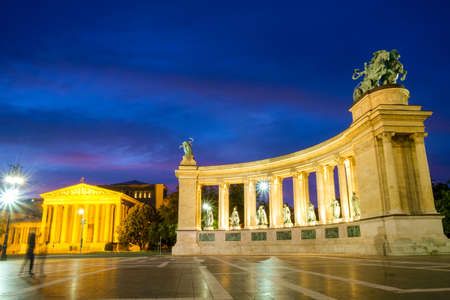 Evening View. Heroes Square monument in Budapest, Hungary Banco de Imagens