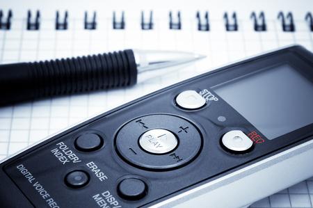flauta dulce: Equipos Periodista. Grabadora de voz digital, pluma y cuaderno