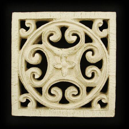Sierlijke hout Carving Ornament op zwarte achtergrond