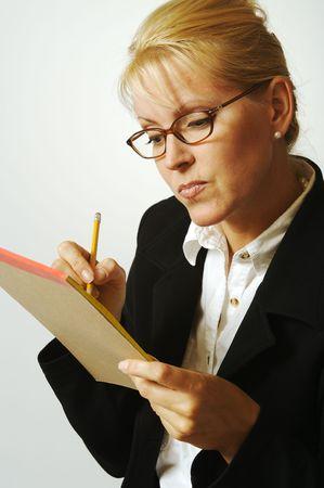 taking note: Bella donna prendere appunti per il suo Blocco note