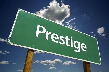 presti: Prestige znak drogowy z Dramatyczny Chmury i Sky.