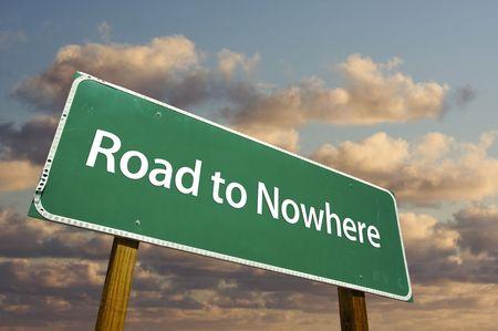 commonplace: Road to Nowhere Green Road Registrati drammatica con nuvole e cielo.