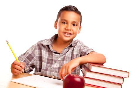 hispanic boy: Adorable Boy Latino, con libros, de Apple, l�piz y papel Aislado en un fondo blanco.