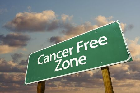 Cancer Free Zone Green Road Sign In Front of Dramatic Clouds and Sky. Banco de Imagens