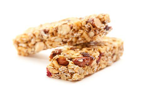 barra de cereal: Dos nutritivo Granola Bars aislado en blanco con estrechas profundidad de campo.  Foto de archivo