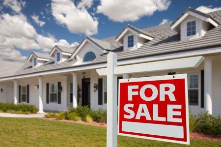 Huis For Sale Real Estate teken in Front van New House - rechts naast elkaar.