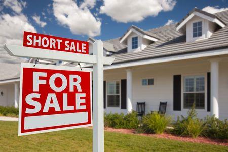 the yards: Inicio de venta de corto para inicio de sesi�n de bienes ra�ces de venta en la parte frontal del New House - izquierda frente A.