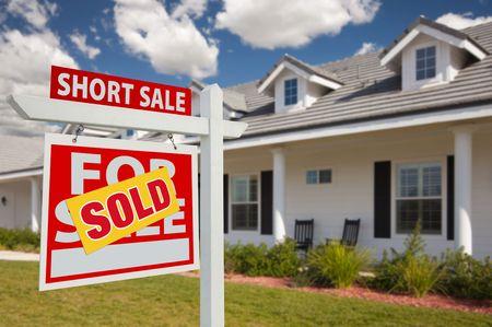 home for sale: Venduto short in vendita, casa di propriet� in vendita immobile Sign in su del nuovo Parlamento - a sinistra di fronte.  Archivio Fotografico